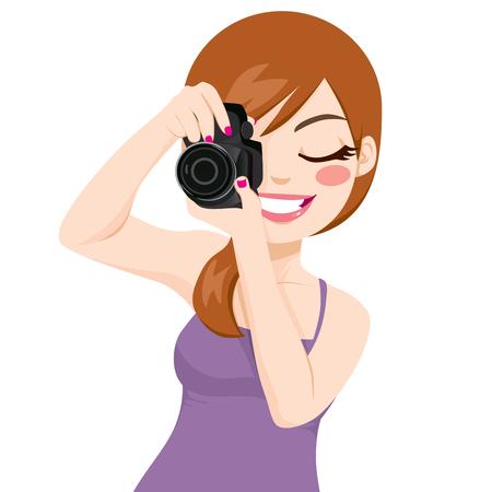 Schöne glücklich lächelnde Frau Fotograf macht Fotos mit digitalen Spiegelreflex-Kamera Standard-Bild - 26168585