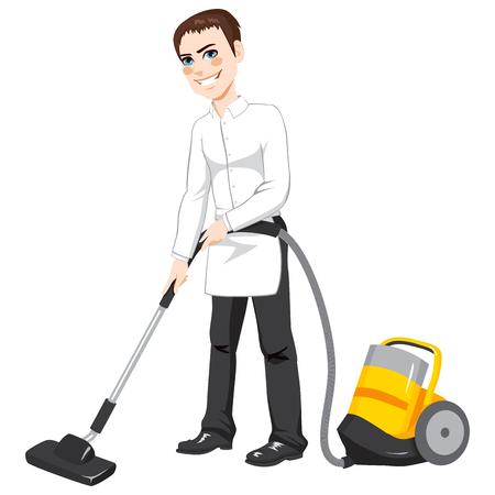 servicio domestico: Hombre de limpieza del hotel trabajador de servicio que usa el aspirador amarilla