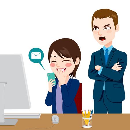 mujer trabajadora: Enojado jefe gritando mujer empleado distraído charlando con smartphone Vectores