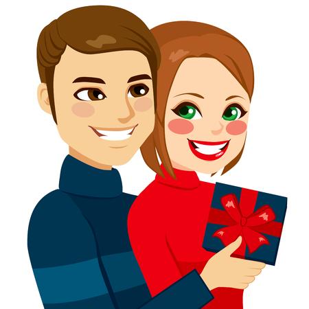 jovenes enamorados: Los jóvenes enamorados pareja abrazándose con el hombre da un presente a su novia en el día de San Valentín