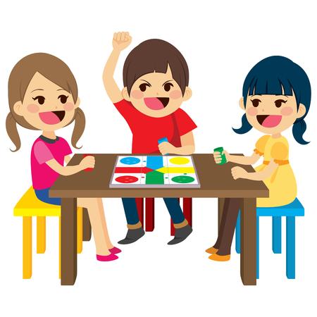Drie gelukkige vrienden kinderen zitten speelbord spel Stockfoto - 71634989