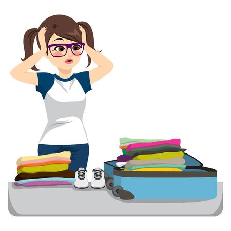 의류와 overfilled 가방을 포장하는 필사적으로 젊은 여자.