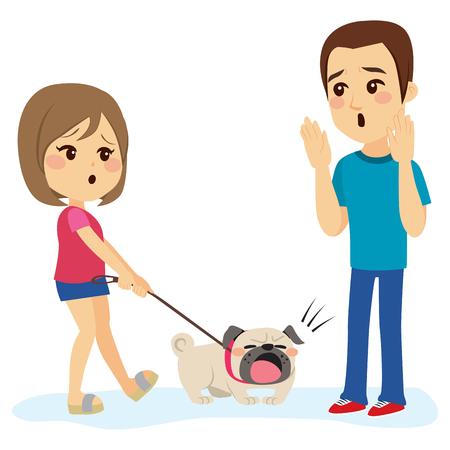 Piccolo cane da bulldog che barking l'uomo mentre camminava con il suo proprietario della ragazza Archivio Fotografico - 80625687
