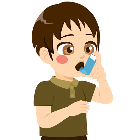 Schattige kleine jongen met behulp van inhalator voor ademhalingsproblemen