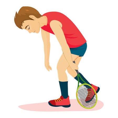 Besiegter trauriger Tennisspielermann, der mit Schläger deprimiert geht