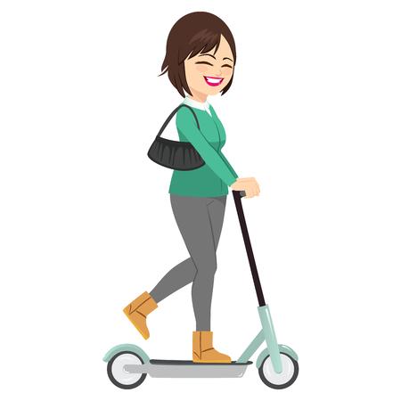 Mujer hermosa joven montando scooter eléctrico feliz
