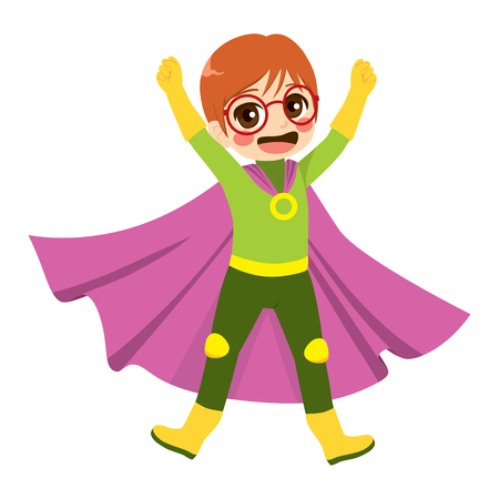 Nettes kleines glückliches Nerd-Kind mit Brille im Superhelden-Kostüm