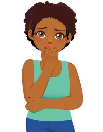 Młoda czarna dziewczyna przestraszona wyrazem twarzy boi się i niespokojny, obgryzając paznokcie, patrząc na kamerę z szeroko otwartymi oczami na białym tle Ilustracje wektorowe