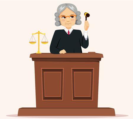 Giudice maschio anziano serio con parrucca che tiene in mano un martelletto a giudicare