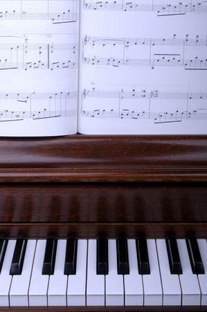 partition musique: touche de piano et de musique
