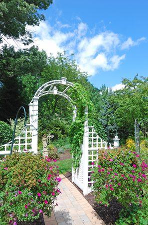 arch in the garden Standard-Bild