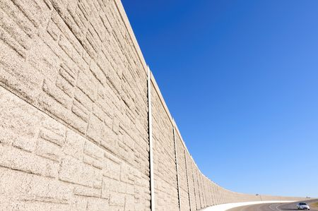 ruido: barrera ac�stica en la carretera  Foto de archivo