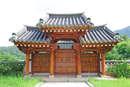 Corea puerta tradicional de la casa  Foto de archivo