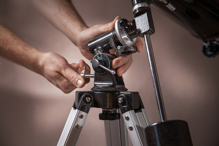 closeup of male hands setup black telescope 版權商用圖片