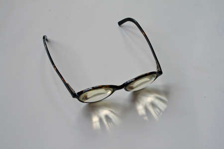 low glass: Thick glasses
