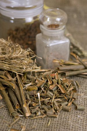 salix alba: Dry herbals, different medicinal herbs - White willow bark medical herb, used in herbal medicine. Salix alba  Stock Photo