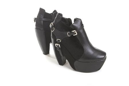 mujeres negras: Oto�o elegante zapatos de las mujeres negras en blanco