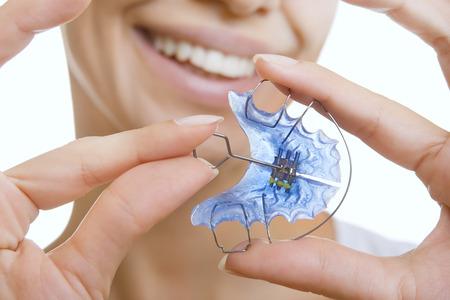 Beautiful Smiling Girl Holding blue Retainer, Braces for Teeth. Orthodontics Dental Theme, Methods of Teeth (Bite) Correction, Close-up 版權商用圖片 - 42092749