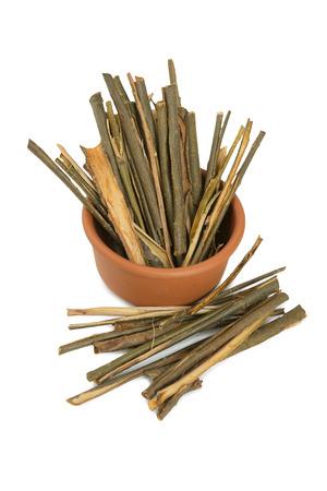白ヤナギの樹皮の医療。代替医療 - 乾燥薬草 写真素材