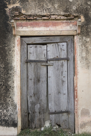 fanlight: The Old wooden Cracked Door, Background