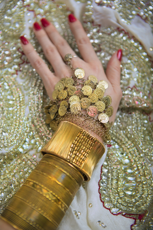 bangles hand: Indian Wedding Preparation. Luxury Oriental Fashion beauty Accessories: Female Hand, Beautiful National Indian Bridal Golden Jewellery. Eastern Traditional Sari clothes. Stock Photo