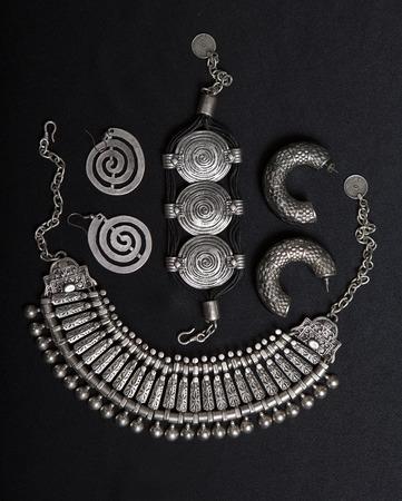 tribales: Hermosa joyería de la plata oriental (India, árabes, africanos, Egipto). Accesorios de Moda exóticas, joyería de plata de Asia. Joyería tribal de la danza del vientre trajes orientales. Collar, pendientes, pulseras.