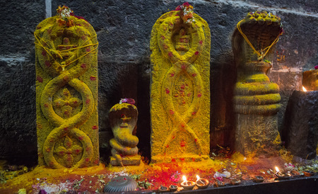 Arunacheshvara Temple. Candle flame close-up in the Indian Shiva Temple. Spiritual, Mystical and Religious Traditions of India, pooja. Beautiful bright festive lights. Puja in Tamil Nadu. Snake, nagas Banco de Imagens
