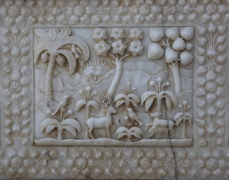 Marble carved wall in the Karni mata Temple (rat temple) in Rajasthan, Deshnok village.Texture of carved pattern on white marble. Indian architecture, detail 版權商用圖片