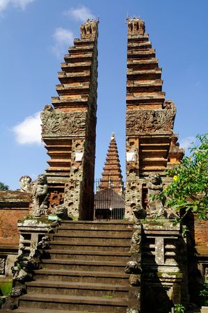 striking: Striking entrance to a Balinese temple on a sunny day