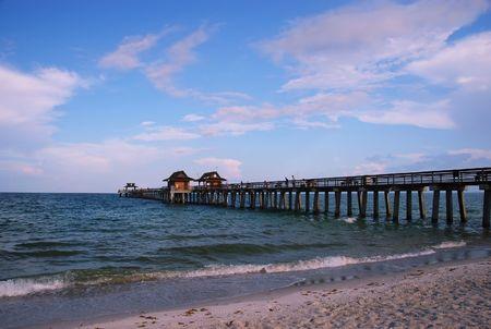 körfez: Fishing pier at municipal beach, Naples, Florida, Gulf of Mexico