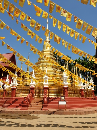 wat chedi chiang mai thailand golden temple