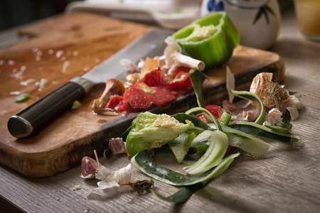 Organic leftovers, waste from vegetable ready for recycling and to compost. Environmentally responsible behavior. Stockfoto