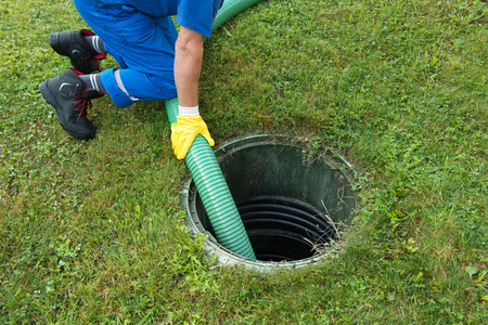 Emptying household septic tank. Cleaning and unblocking clogged drain. 스톡 콘텐츠
