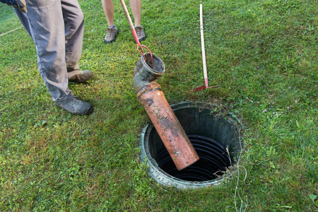 Cleaning and unblocking septic system and draining pipes. Stockfoto