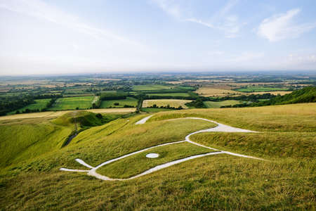 Uffington White Horse, Oxfordshire, England, UK. A prehistoric hill figure in the form of a horse, scoured into the side of a hill Archivio Fotografico