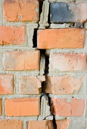 muro rotto:  parete rotto rosso al terremoto