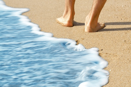 bare body women: hike along the beach with bare feet