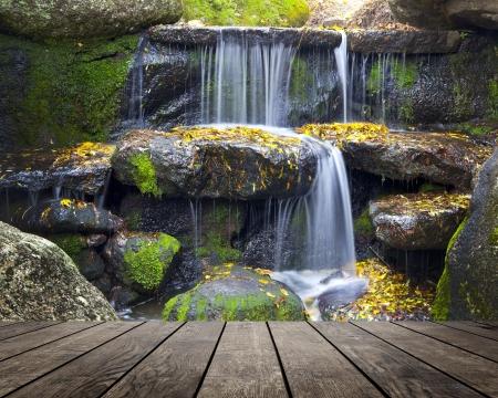 waterfallt 배경에 실내 인테리어에 나무 질감 배경 스톡 콘텐츠