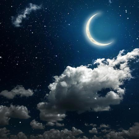 ciel avec nuages: ciel milieux de la nuit avec des �toiles et de la lune et les nuages. bois. �l�ments de cette image fournie par la NASA