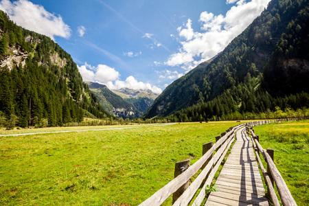 montagnes dans le parc national du Hohe Tauern dans les Alpes en Autriche. Fond