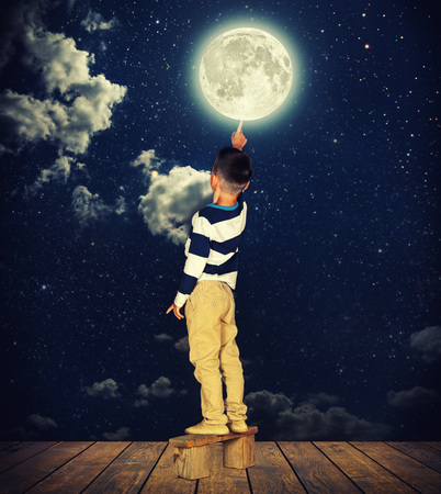 watching: boy pulls out his finger to the moon