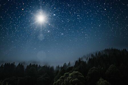 De ster geeft het kerstfeest van Jezus Christus aan.
