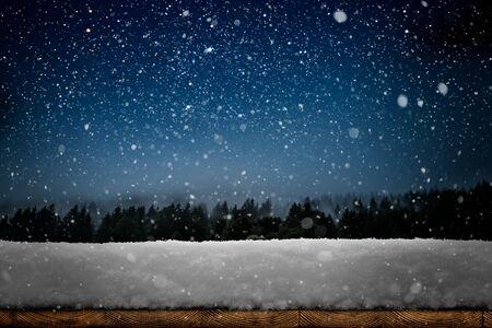 zima Boże Narodzenie tło ze śniegiem na drewnie