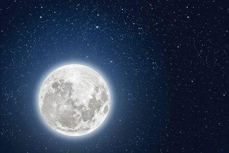arrière-plans ciel nocturne avec étoiles et lune et nuages.
