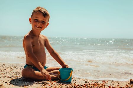 child playing on the seashore. red sea Stockfoto - 137879279