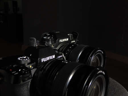 Comparison of Fujifilm X-T4 and X-S10 black cameras. The best cameras for videographers. Light background. Brand. 新闻类图片