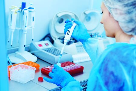 a female scientist makes PCR DNA tests in a modern chemical and bacteriological laboratory. Zdjęcie Seryjne