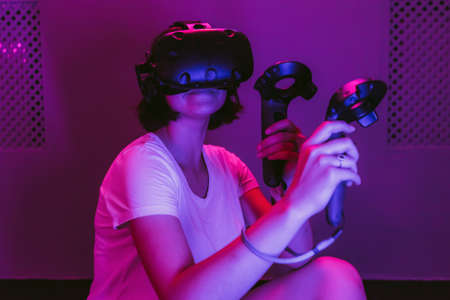 The girl connects to augmented reality. New technologies in games, movies, entertainment. Standard-Bild - 150914142