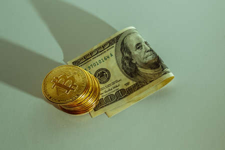 Bitcoin holds the US dollar. The concept of stock market advantage.