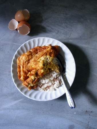 Rice served with fried egg